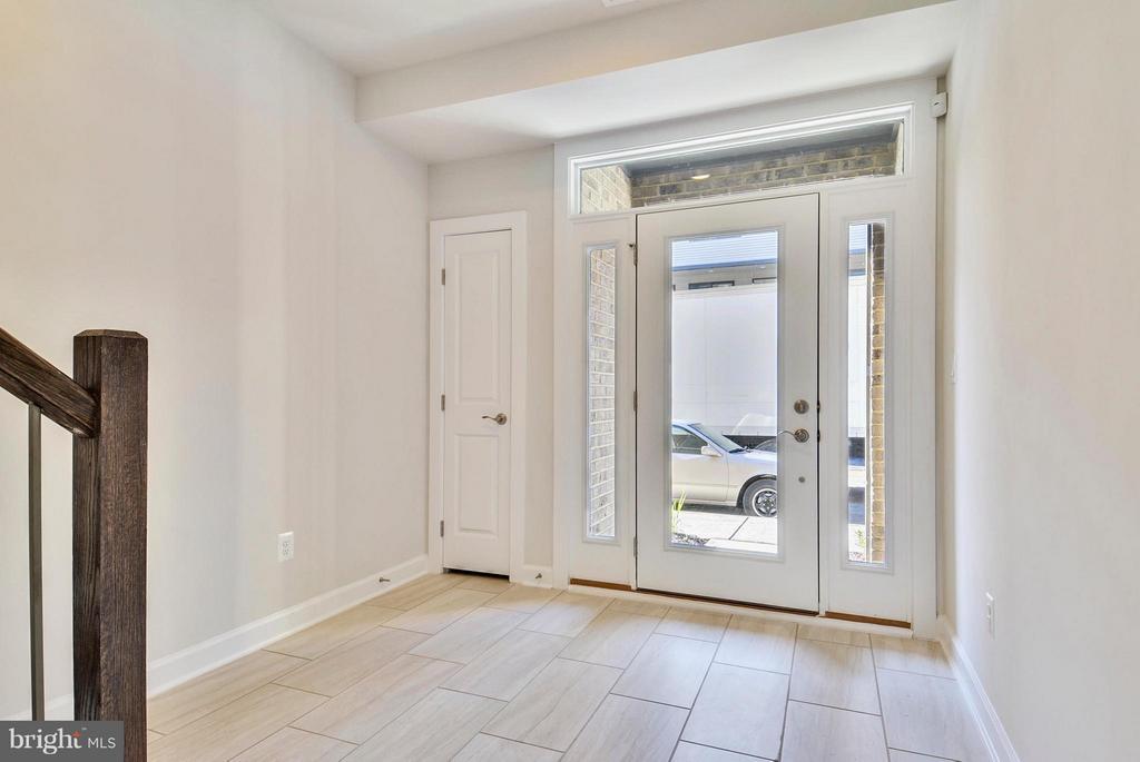 Entry Level Foyer - 43382 WHITEHEAD TER, ASHBURN