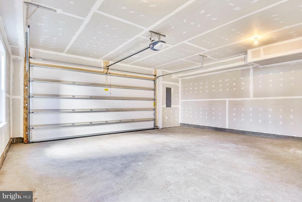 Spacious 2 car Garage - 43382 WHITEHEAD TER, ASHBURN