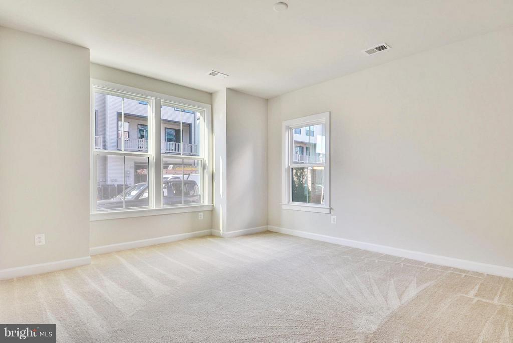Basement Bedroom/Office Room - 43382 WHITEHEAD TER, ASHBURN