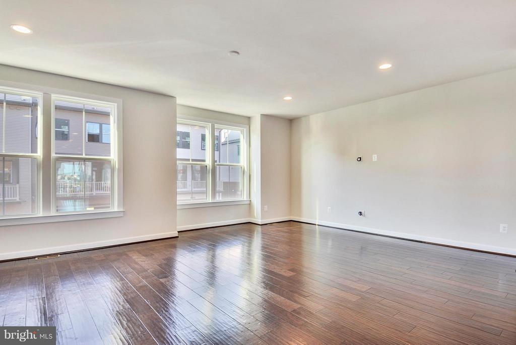 Living Room/Family Room - 43382 WHITEHEAD TER, ASHBURN