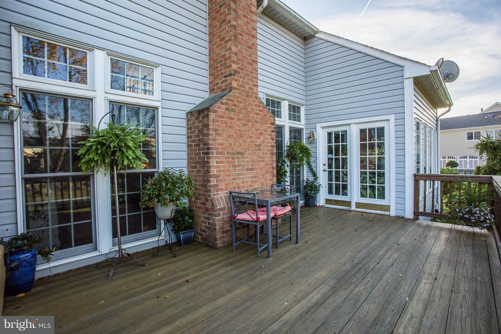 Deck/Back of House - 7235 CYPRESS HILL DR, GAITHERSBURG