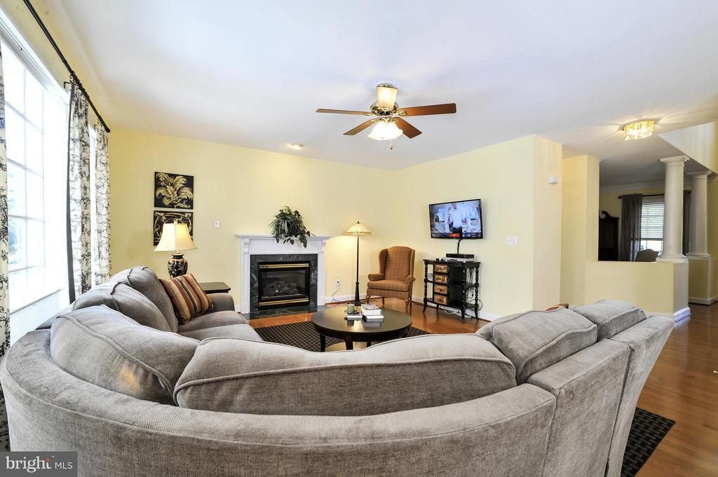 Family Room - 5013 OX RD, FAIRFAX