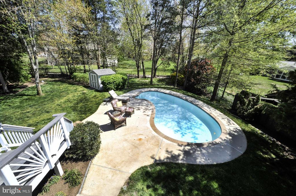 Half Acre Lot with pool and flat open area!!! - 5013 OX RD, FAIRFAX