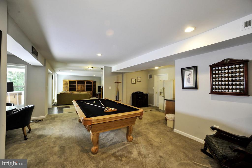 Oversized Basement with pool table- Entertain! - 5013 OX RD, FAIRFAX