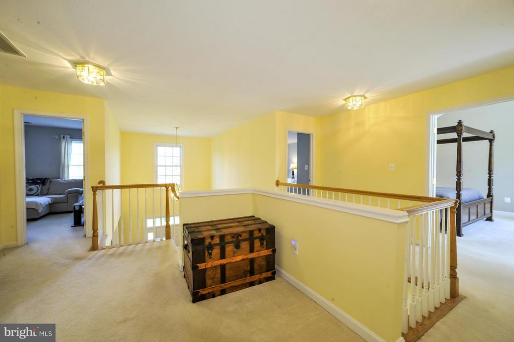 Open sun filled upper level - 5013 OX RD, FAIRFAX