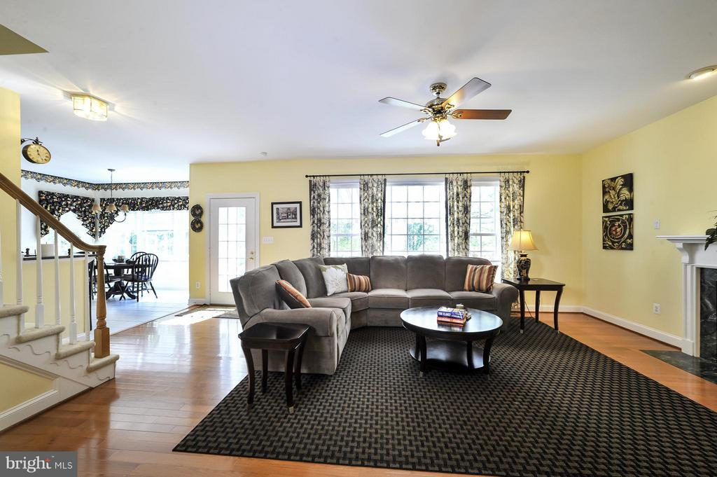 Family Room with back stairway to upstairs - 5013 OX RD, FAIRFAX
