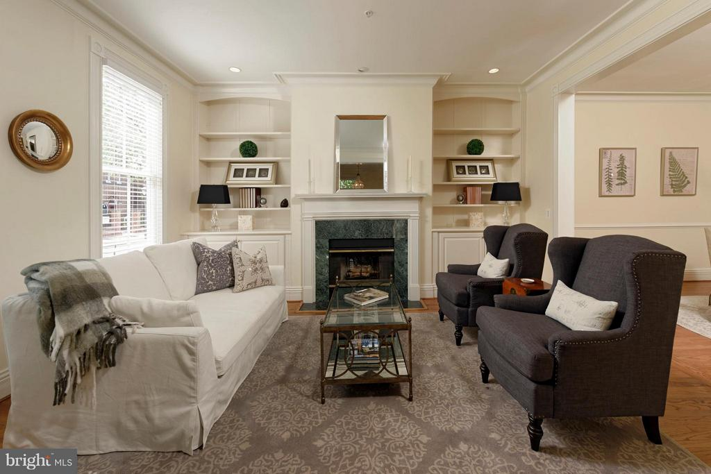 A wood burning FP is flanked by built-in bookcases - 130 COLUMBUS ST N, ALEXANDRIA
