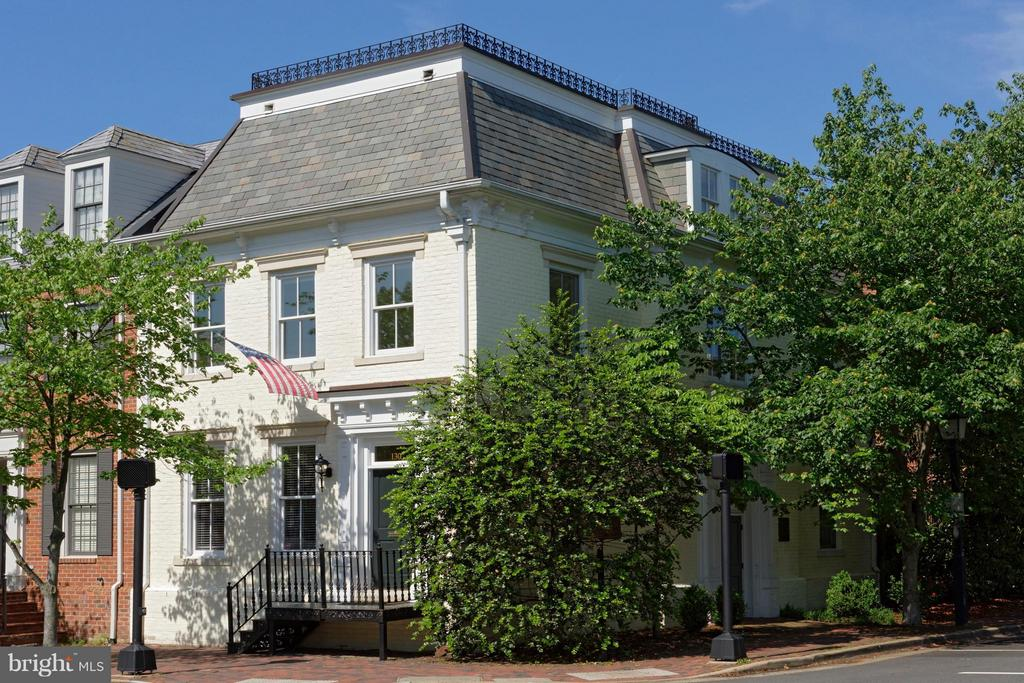 The largest townhouse in Church Square! - 130 COLUMBUS ST N, ALEXANDRIA
