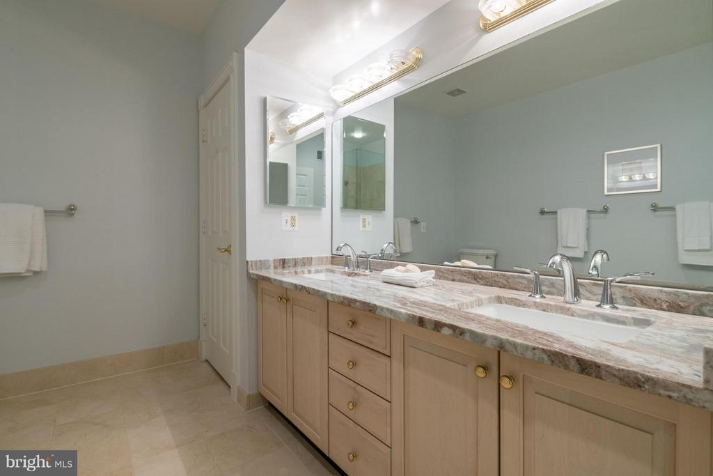 A double vanity with an updated countertop - 130 COLUMBUS ST N, ALEXANDRIA