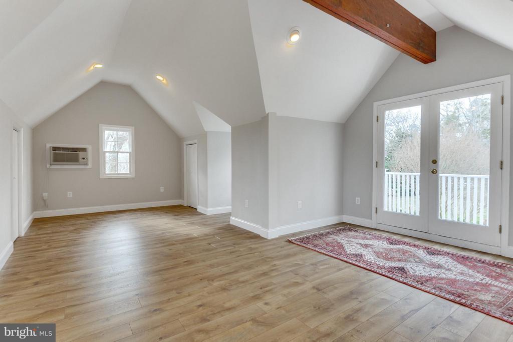 Apartment above garage - 11339 VALE RD, OAKTON