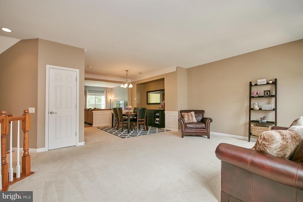 9 Foot Ceiling Main Level - 42684 KEILLER TER, ASHBURN