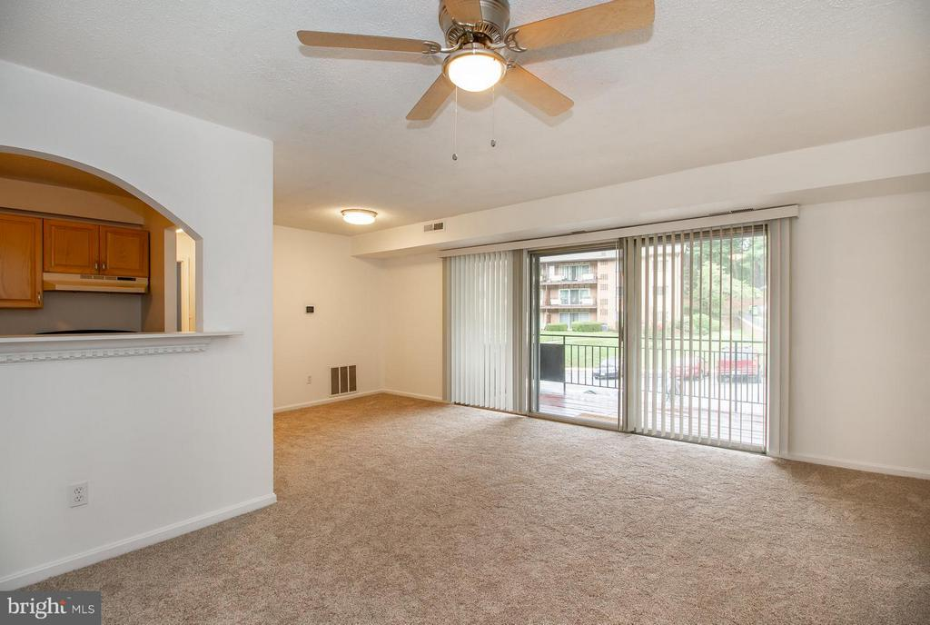 Living Room/ Dining - 10025 MOSBY WOODS DR #318, FAIRFAX