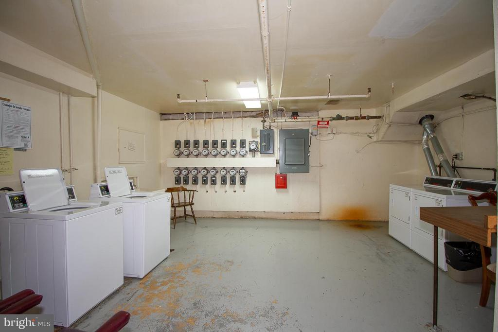 Onsite laundry on lower level - 10025 MOSBY WOODS DR #318, FAIRFAX