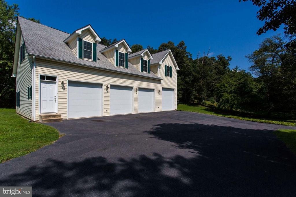 Carriage House/Office Space - 11414 WAPLES MILL RD, OAKTON