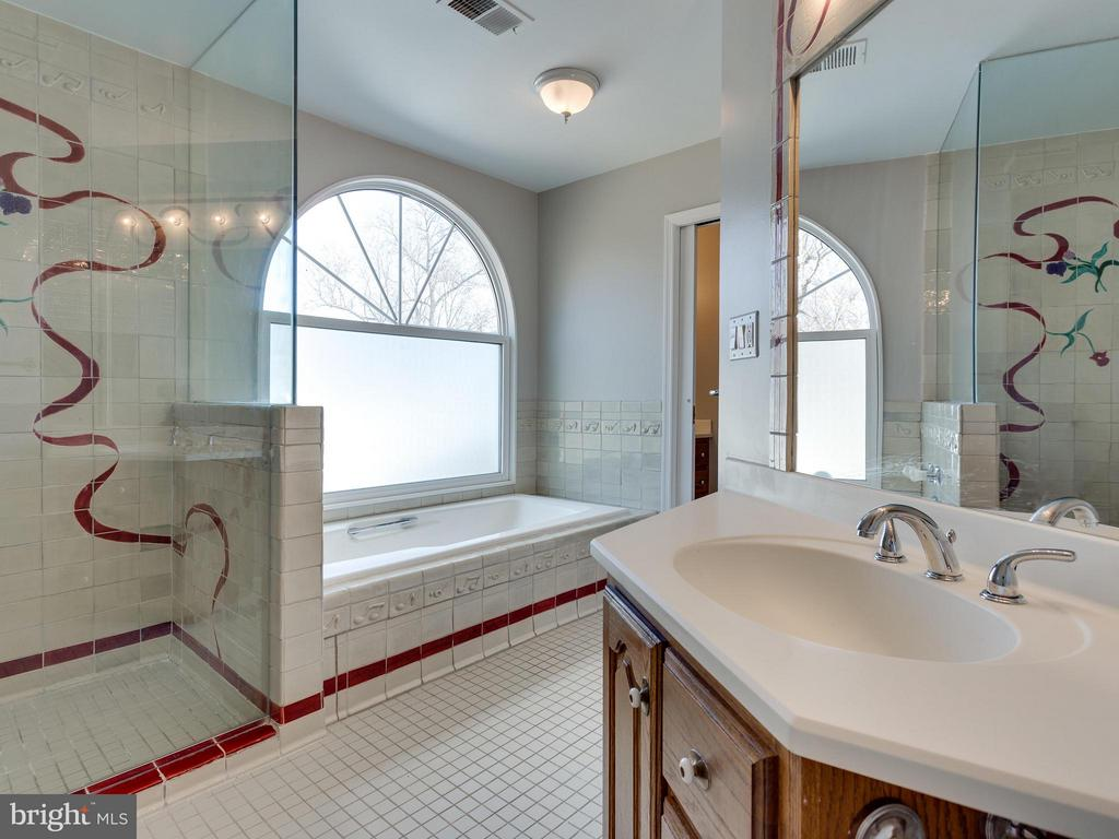 Bath (Master) - 11414 WAPLES MILL RD, OAKTON