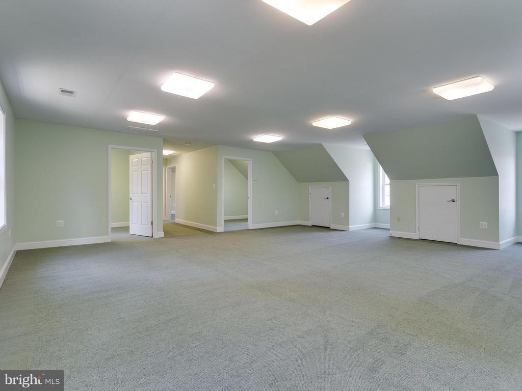 Carriage House Interior - 11414 WAPLES MILL RD, OAKTON
