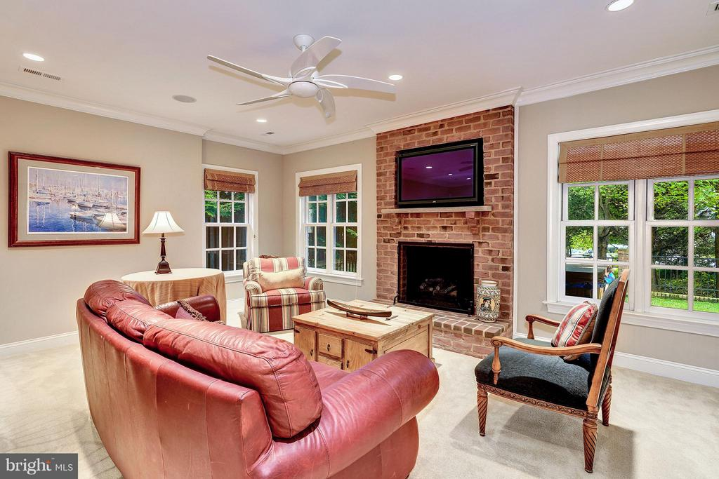 Lower Level with Gas Fireplace and Full Bar - 2323 N RIDGEVIEW RD, ARLINGTON