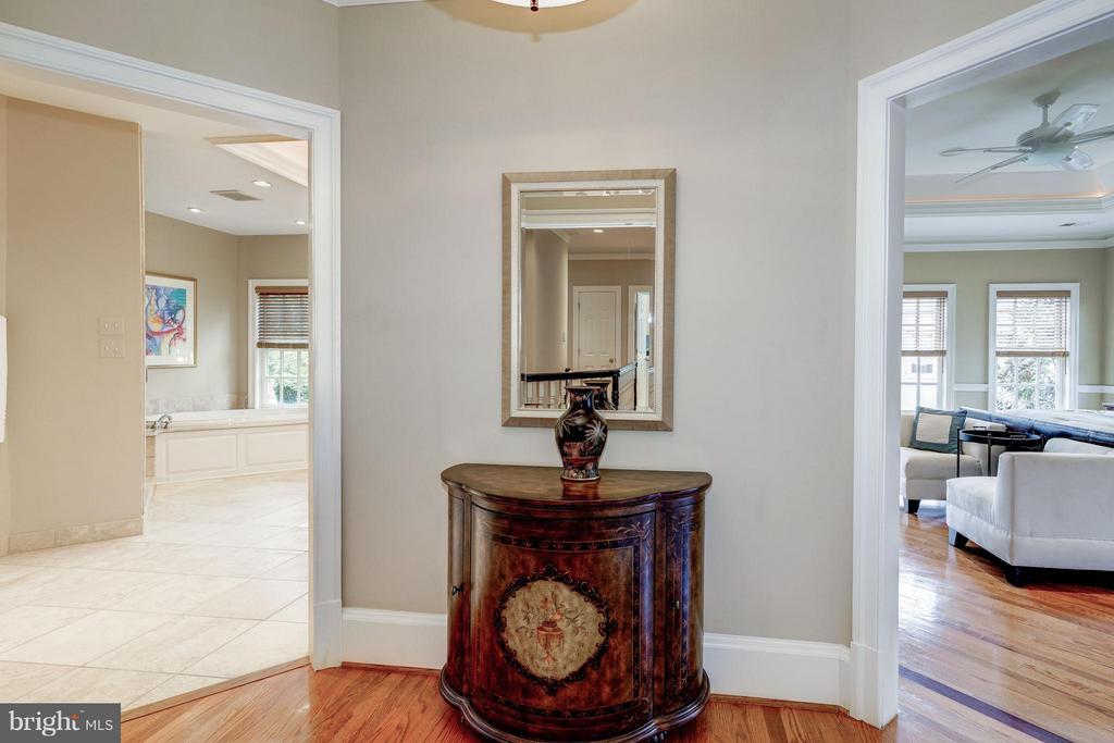 Master Suite Entrance Foyer - 2323 N RIDGEVIEW RD, ARLINGTON