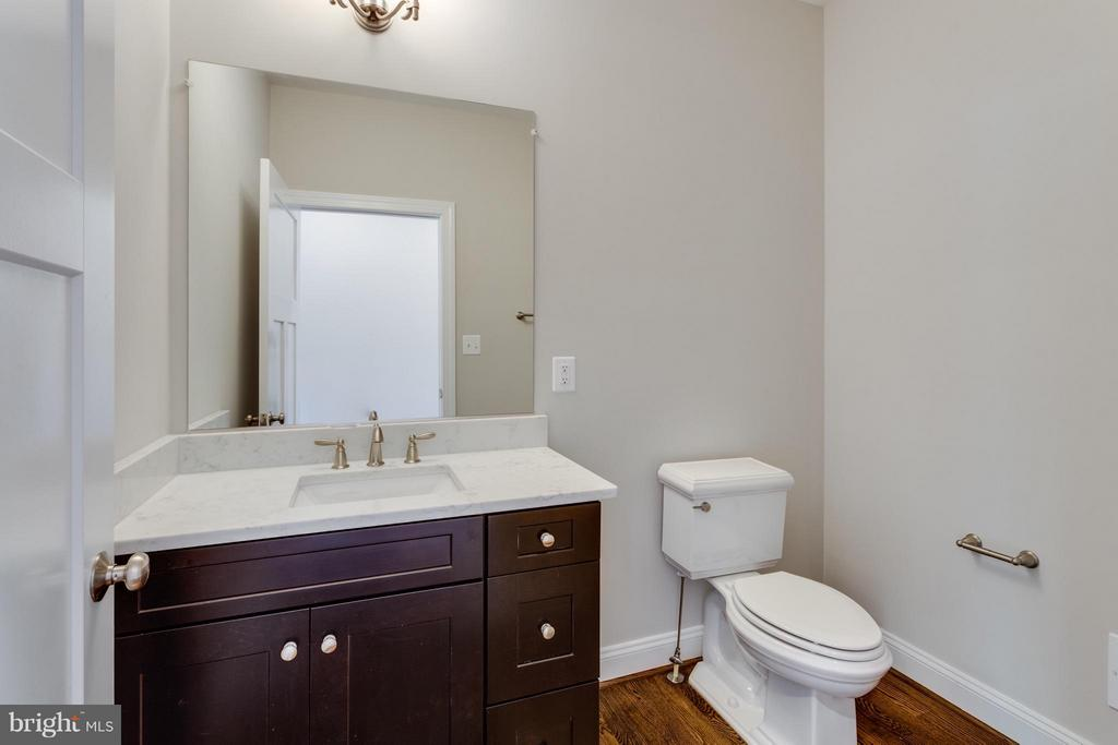 Powder room - 6559 BROOKS PL, FALLS CHURCH