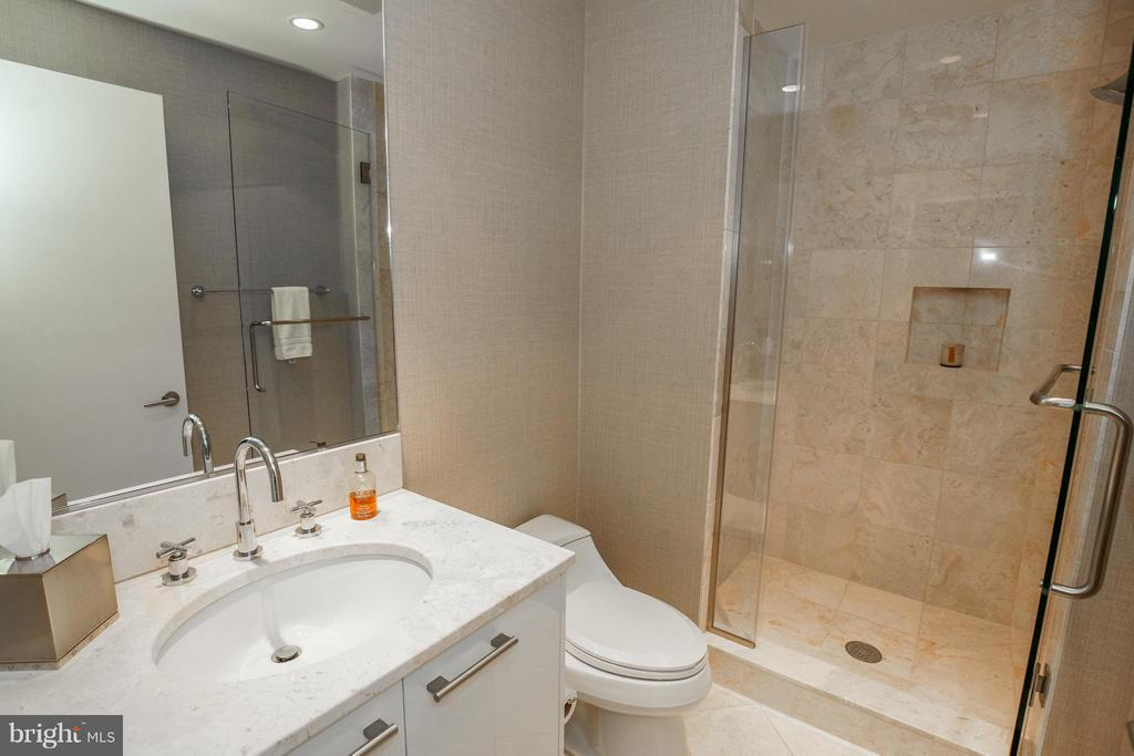 Guest Bath w/ Italian Marble, large seated shower - 1881 NASH ST #404, ARLINGTON