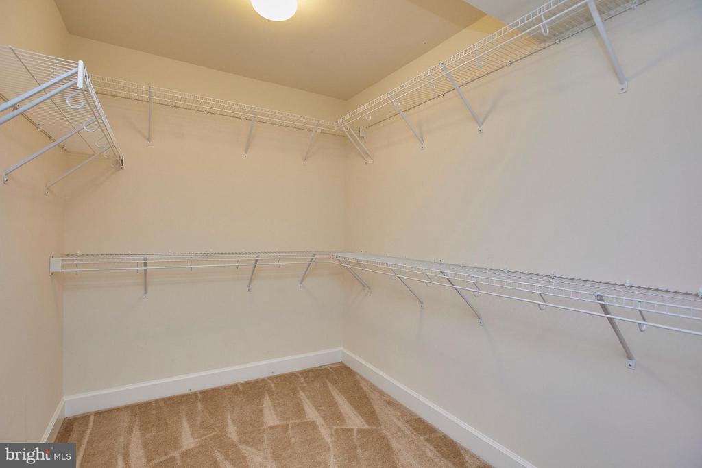 Large walk-in closet located in master bedroom - 16636 DANRIDGE MANOR DR, WOODBRIDGE