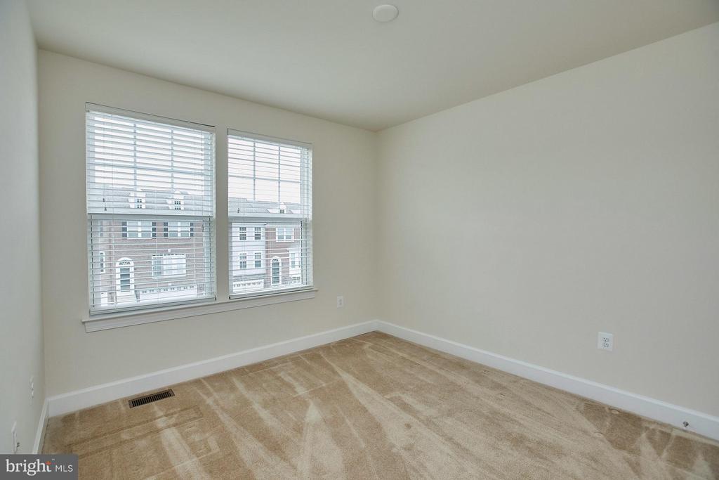 Second bedroom with pre wire for ceiling fan - 16636 DANRIDGE MANOR DR, WOODBRIDGE