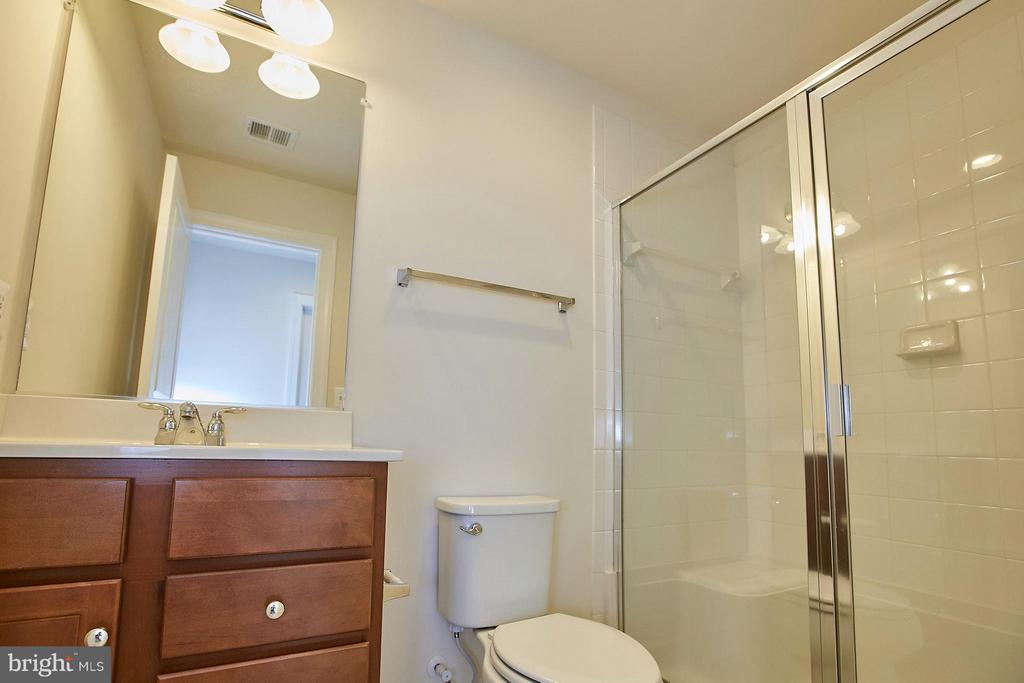 Lower level full bathroom - 16636 DANRIDGE MANOR DR, WOODBRIDGE