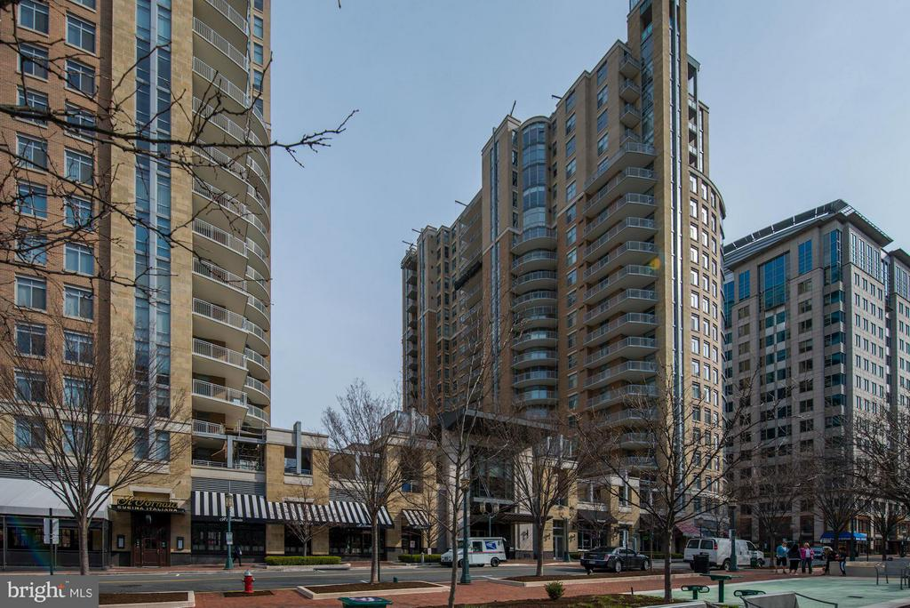 Vibrant Reston Town Center Location - 11990 MARKET ST #1714, RESTON