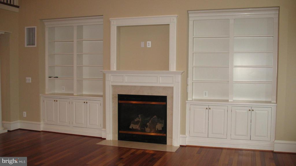 Example of pre-fab fireplace - 317 BONHEUR AVE, GAMBRILLS