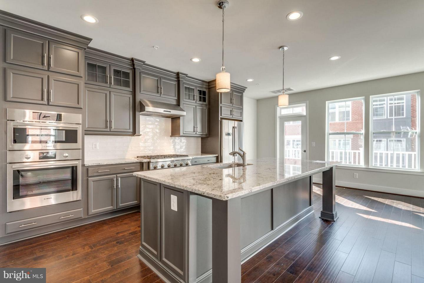Additional photo for property listing at 11695 Sunrise Square Pl #08 Reston, Virginia 20191 United States