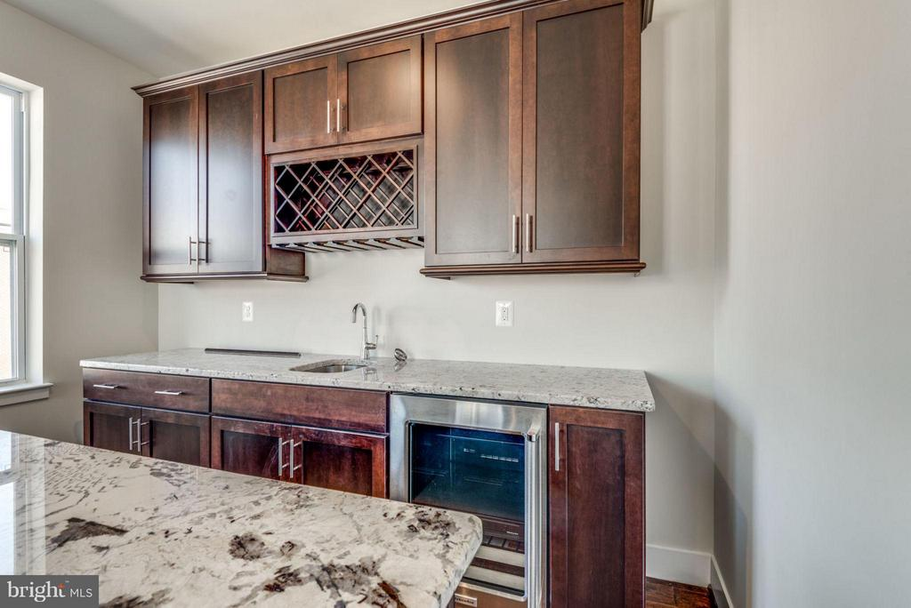 WET BAR - 4TH FLOOR FAMILYROOM - 11695 SUNRISE SQUARE PL #08, RESTON