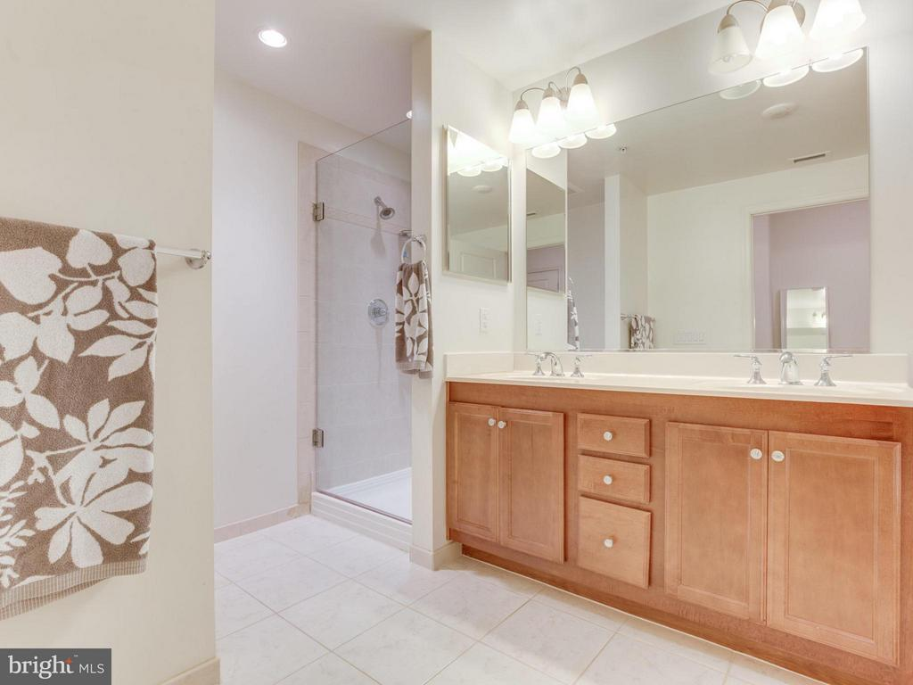 Primary bathroom with dual-sink vanity - 1830 FOUNTAIN DR #1008, RESTON