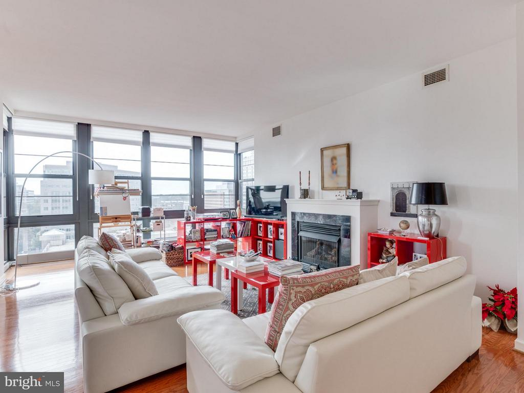 Stay warm on cool days by the gas fireplace - 1830 FOUNTAIN DR #1008, RESTON