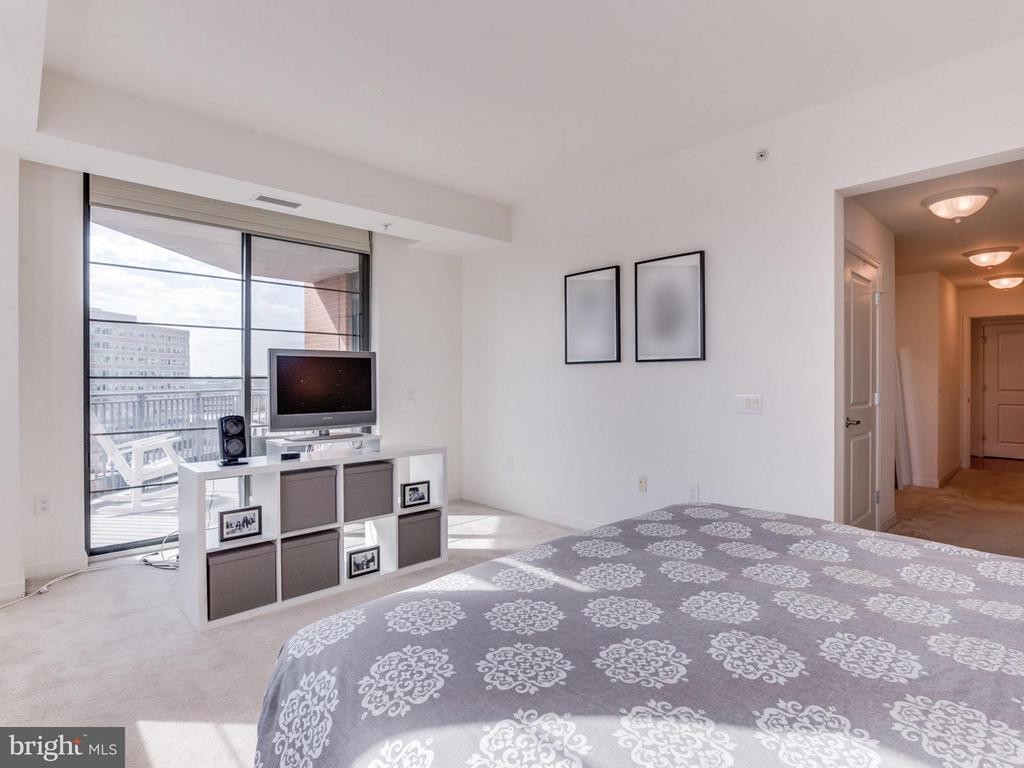 Neutral finishes throughout - 1830 FOUNTAIN DR #1008, RESTON