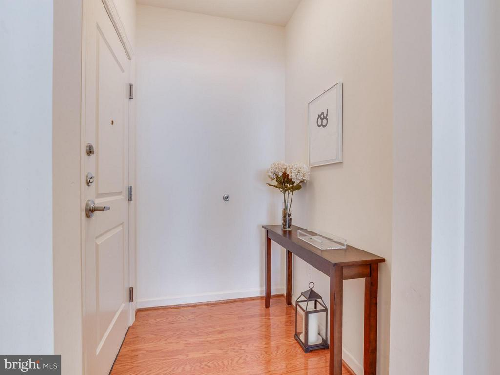 Wood floors welcome you into foyer - 1830 FOUNTAIN DR #1008, RESTON