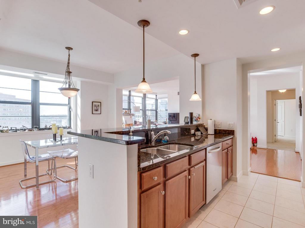 This open layout is ready for entertaining - 1830 FOUNTAIN DR #1008, RESTON