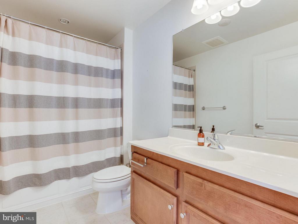 2 additional full bathroomss - 1830 FOUNTAIN DR #1008, RESTON