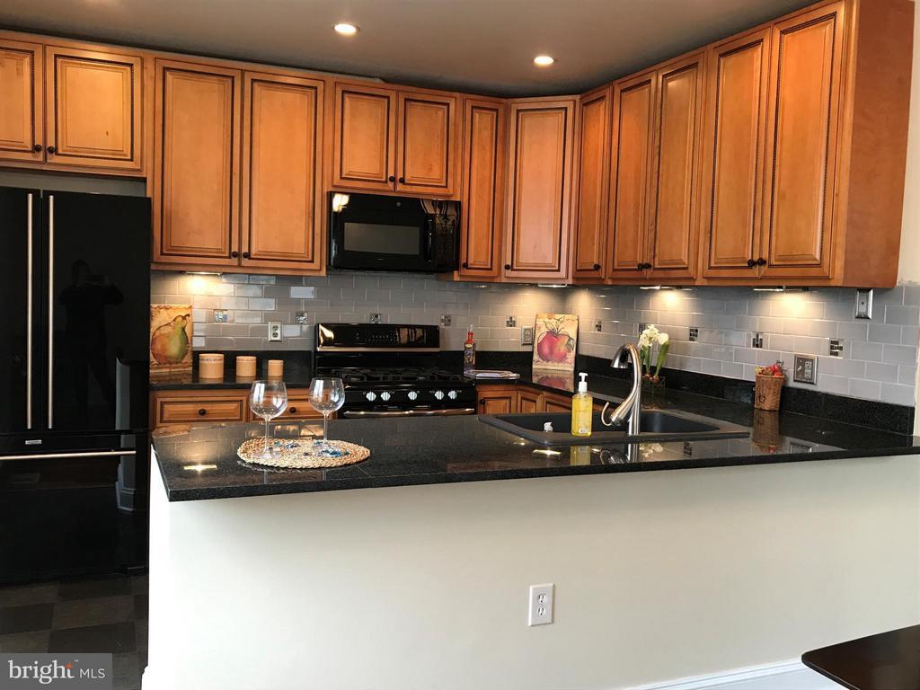 Kitchen - 2022 S GLEBE RD, ARLINGTON