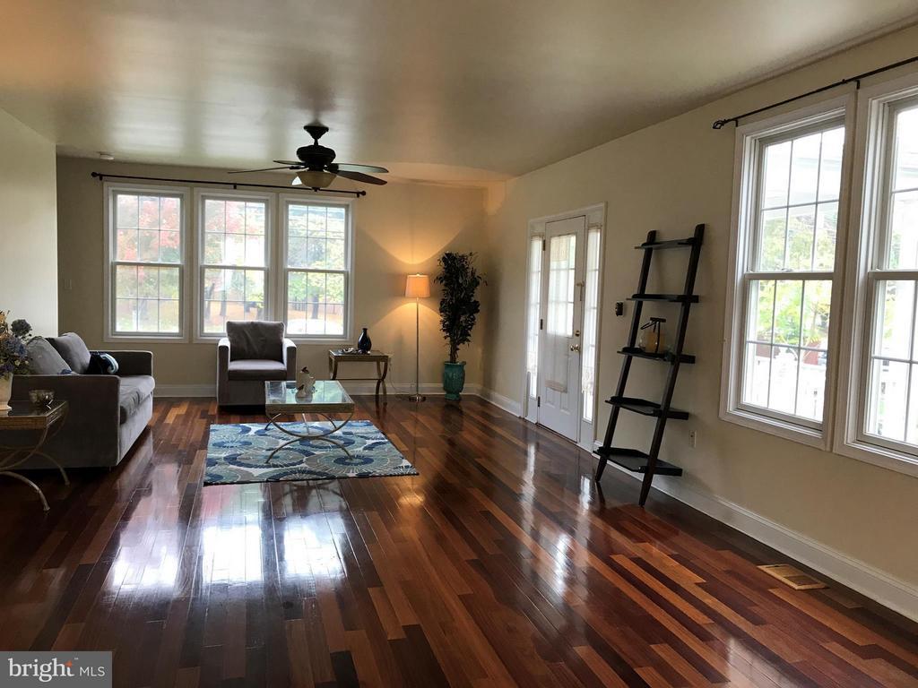 Living Room - 2022 S GLEBE RD, ARLINGTON