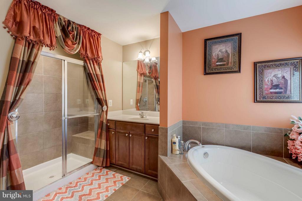 Luxury Master Bath - 9411 DEEP CREEK LN, FREDERICKSBURG