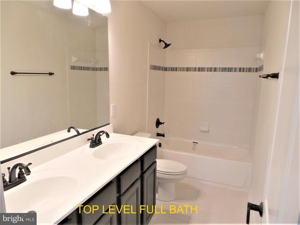 Upstairs Full Bathroom - 18 STILLWATER LN, FREDERICKSBURG