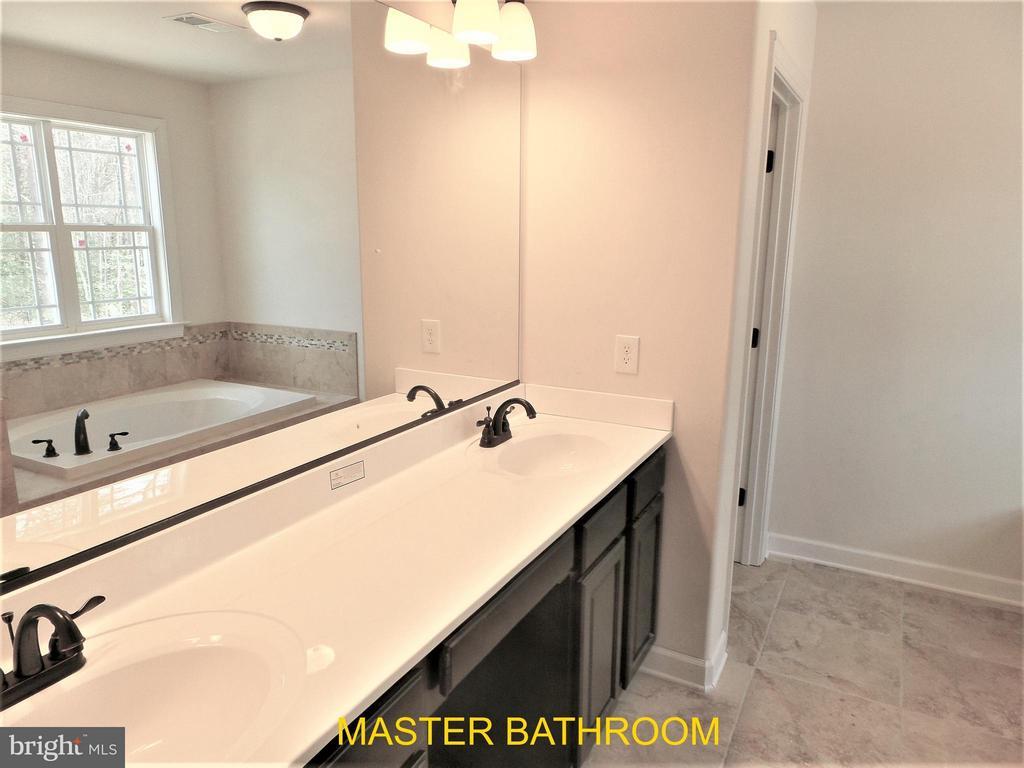 Master Bathroom - 18 STILLWATER LN, FREDERICKSBURG