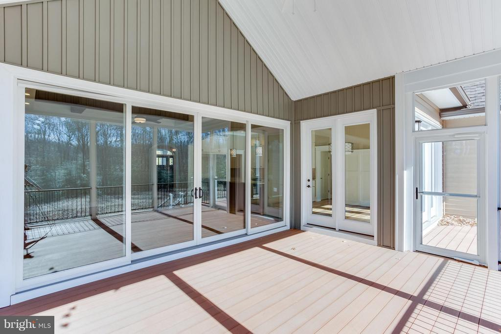 Rear screened porch - 7026 BARCLAY DR, FREDERICKSBURG