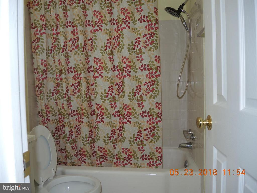 Bath - 7705 DONNYBROOK CT #204, ANNANDALE