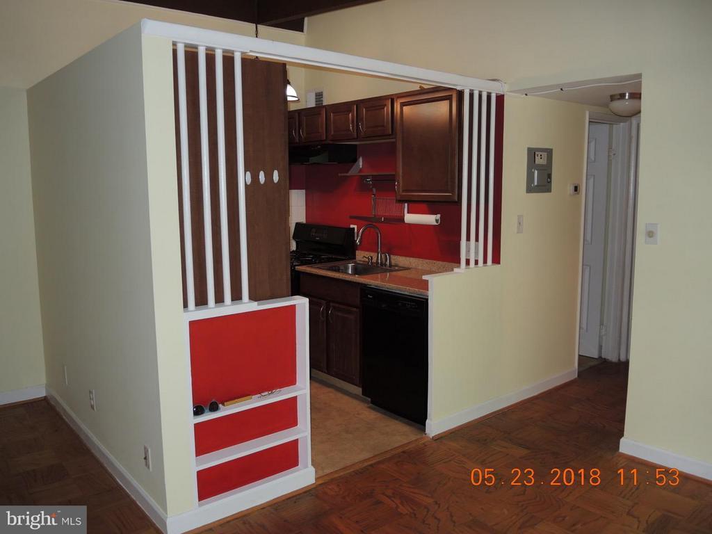 Kitchen - 7705 DONNYBROOK CT #204, ANNANDALE