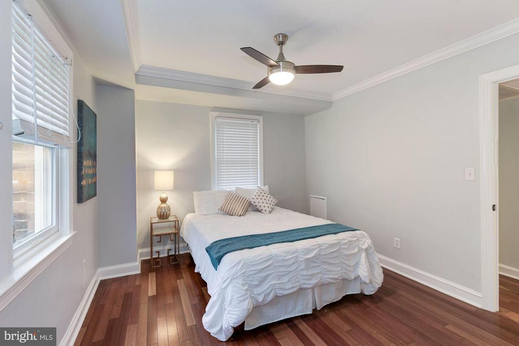 Bedroom (Master) with new ceiling fan - 718 S WASHINGTON ST #103, ALEXANDRIA