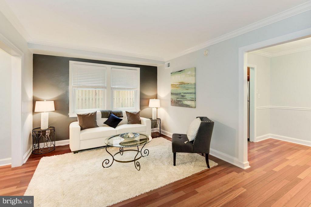 Living Room with Brazilian Cherry hardwood floors - 718 S WASHINGTON ST #103, ALEXANDRIA