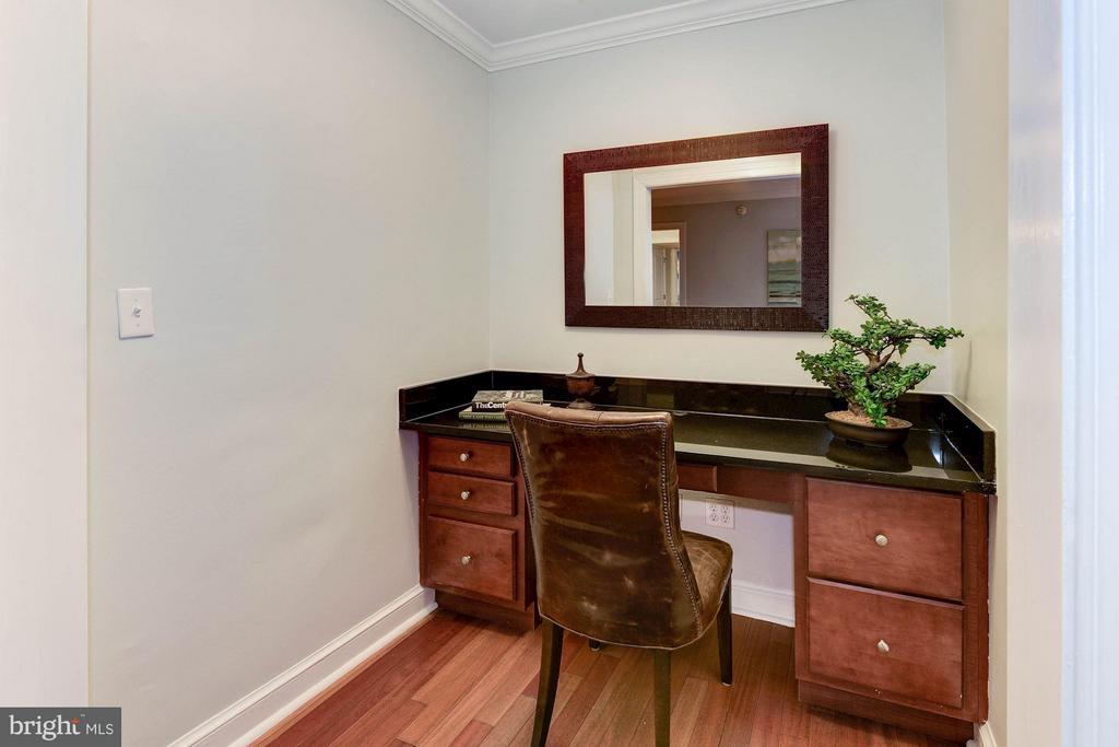 Den/Office - 718 S WASHINGTON ST #103, ALEXANDRIA
