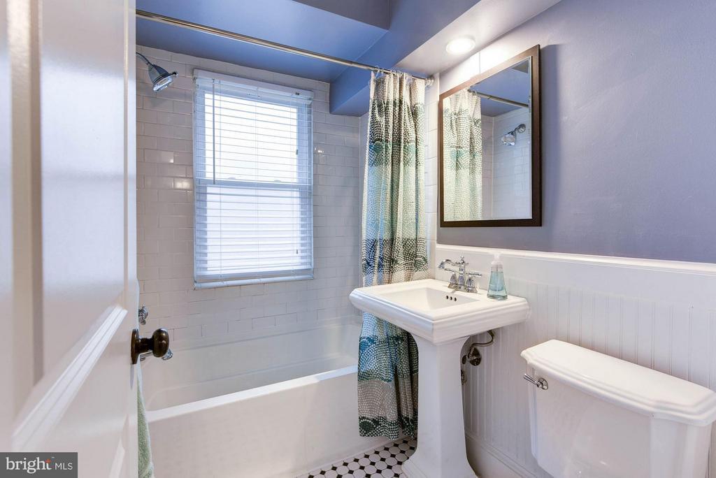 Bath (Master) - 718 S WASHINGTON ST #103, ALEXANDRIA