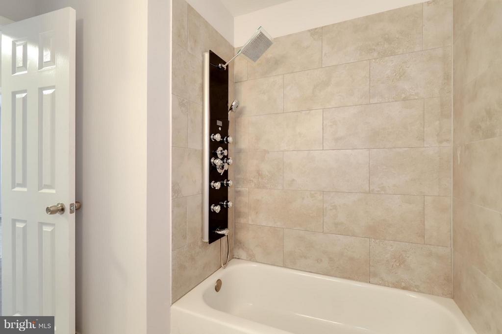 Bath - 8536 MONTICELLO AVE, ALEXANDRIA